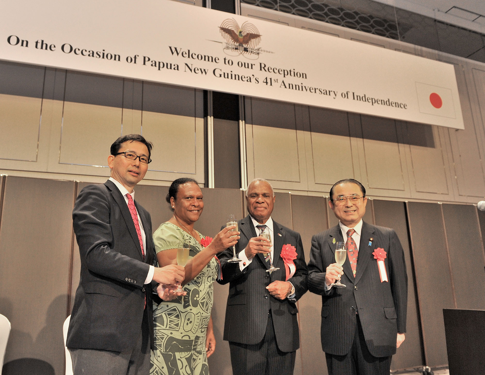 Papua New Guinea's Ambassador Gabriel JK Dusava (second from right) and his wife Anna prepare to toast with Deputy Director-General, Ministry of Foreign Affairs Asian and Oceanian Affairs Bureau Noriyuki Shikata (left) and Chairman of the Japan-Papua New Guinea Parliamentarian's Friendship League Kazunori Tanaka  during a reception celebrating the country's 41st Anniversary of Independence at the Marriott Hotel in Tokyo on Sept. 16. | YOSHIAKI MIURA