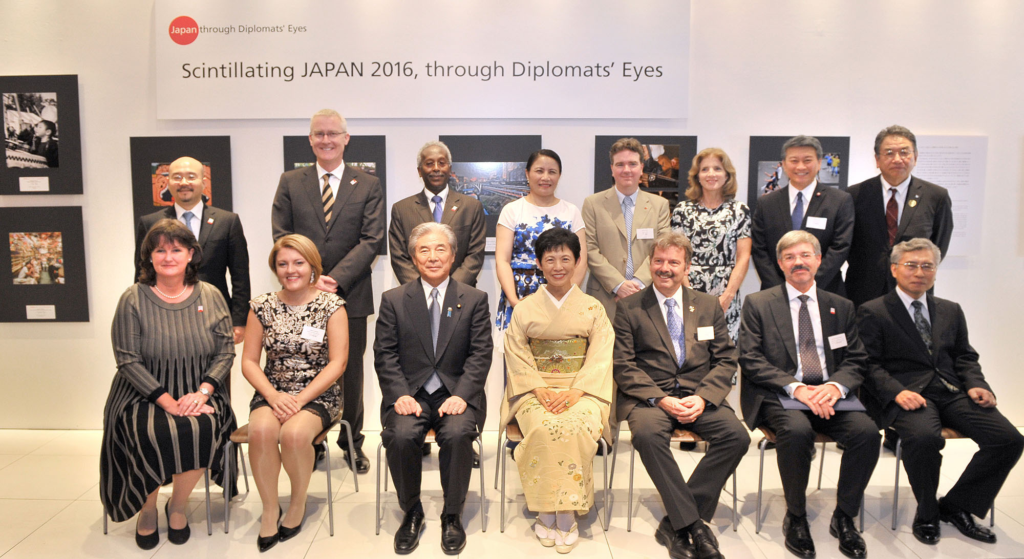 Exhibition participants and organizers (front row, from left) Chairperson of the Executive Committee, Luxembourg's Ambassador Beatrice Kirsch; Macedonia's Ambassador Andrijana Cvetkovikj; Head of the Jury Hirofumi Nakasone; Honorary President Princess Takamado; Pierre Worlf, spouse of Guatemala's ambassador; Germany's Ambasador, and Ambassador's Prize winner, Hans Carl von Werthern; and Chief of Protocol, Ministry of Foreign Affairs Kaoru Shimazaki are joined by jury special mention winners and committee members at Roppongi Hills on Oct. 4. | YOSHIAKI MIURA