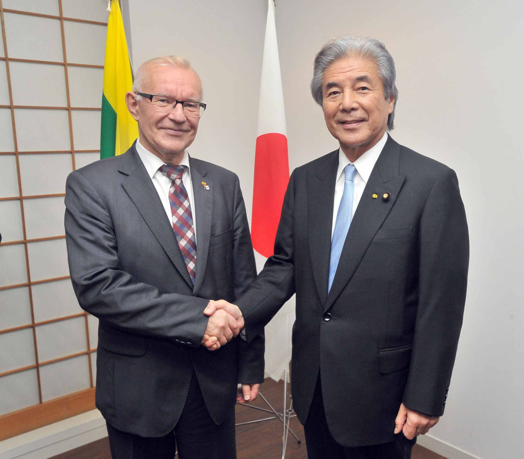 Lithuania's Vice Minister of Foreign Affairs Neris Germanas (left) joins Japan-Lithuania Parliamentary Friendship League Chairman Hirofumi Nakasone, during a reception celebrating the 25th anniversary of the re-establishment of diplomatic relations between Lithuania and Japan at the Lithuanian Embassy in Tokyo on Oct. 17. | YOSHIAKI MIURA