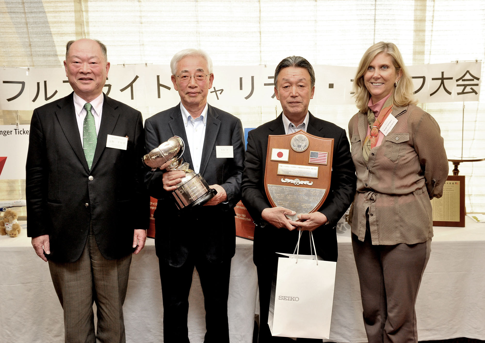 From left, Fulbright Alumni Association of Japan President Chitoo Bunno poses with Vice Chief Director of the Totsuka Country Club and Prime Minister's cup winner Ko Matsumoto; Suwa Co. President and U.S. Ambassador's Plaque winner Yasuo Ishii; and U.S. Embassy Public Affairs Minister Counselor, Margot Carrington following the 40th Japan-U.S. Fulbright Charity Golf Tournament, at the Totsuka Country Club in Kanagawa Prefecture on Oct. 24. |  YOSHIAKI MIURA