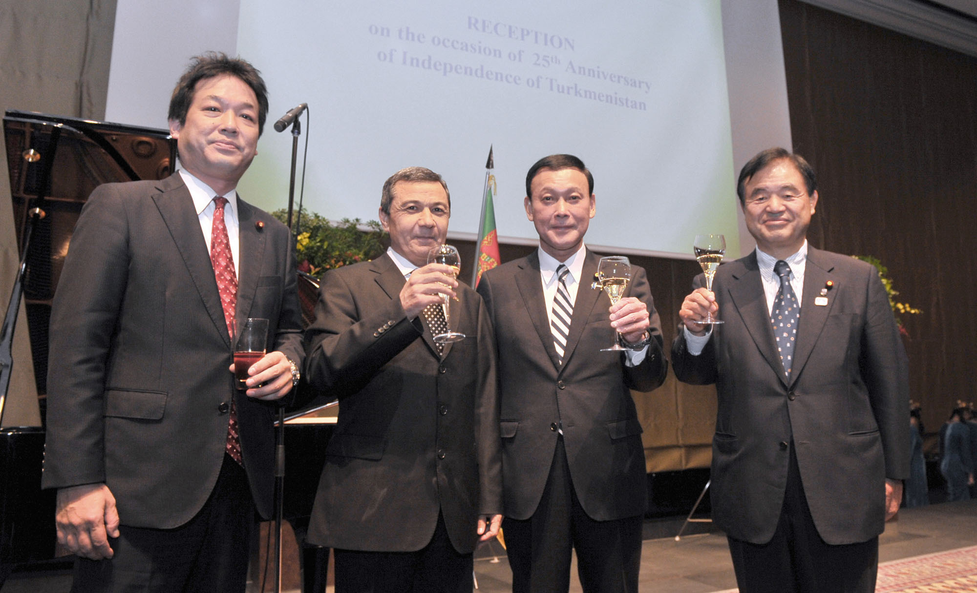 Turkmenistan's Ambassador Gurbanmammet Elyasov (second from left) prepares for a toast with (from left) parliamentary vice ministers for foreign affairs Kentaro Sonoura and Motome Takisawa and Toshiaki Endo, chairman of the Japan-Turkmenistan Parliamentary Friendship League, during a reception to celebrate the country's 25th anniversary of independence at the Palace Hotel Tokyo on Nov. 10. | YOSHIAKI MIURA