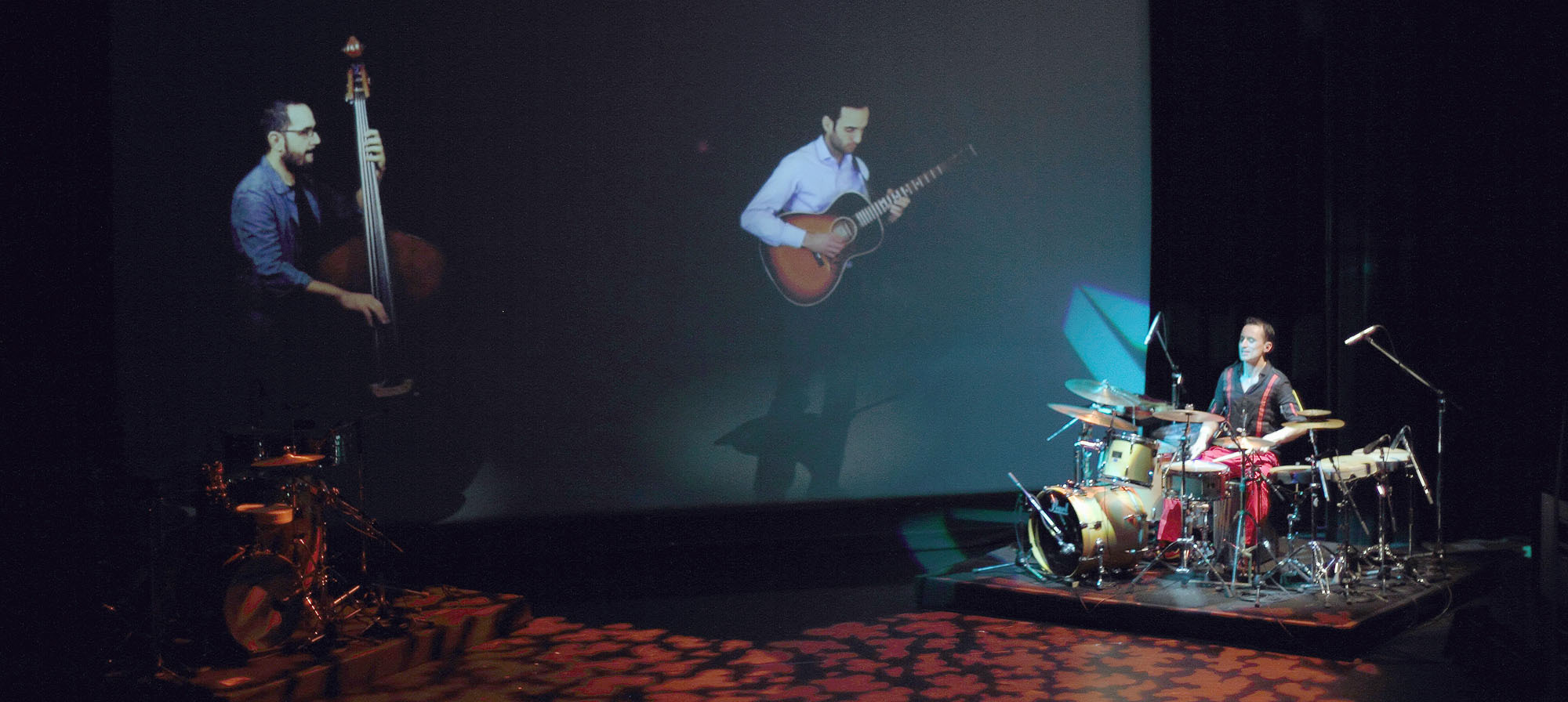 """Colombian Grammy-nominated solo percussionist Tupac Mantilla performs during his """"ONE"""" show at Akasaka Kumin Hall on Nov. 17.   COLOMBIAN EMBASSY"""