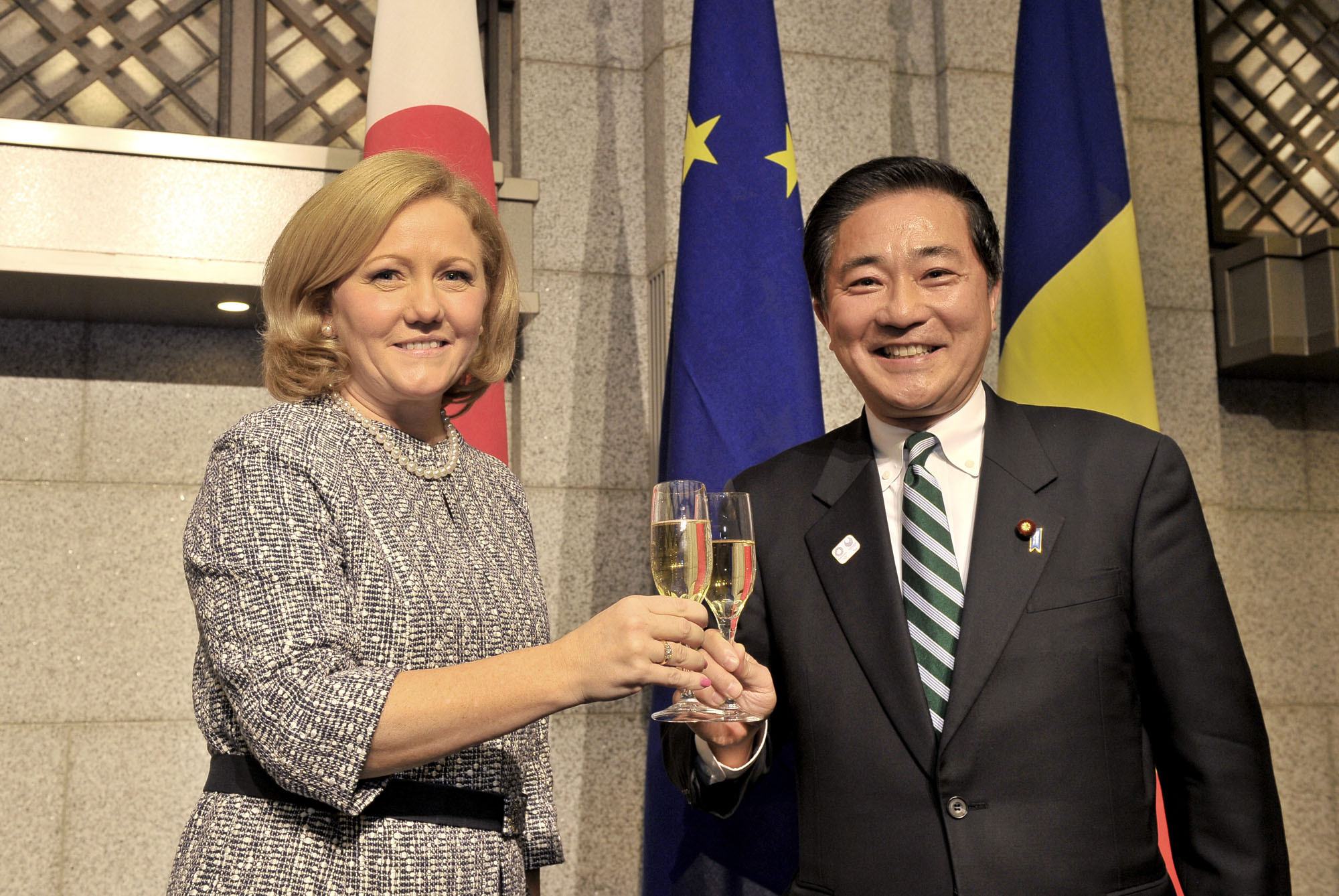 Romanian Ambassador Tatiana Iosiper (left) shares a toast with Japan-Romania Parliamentary Friendship League Secretary-General Akihisa Nagashima during a reception to celebrate Romania's national day at the Hotel Okura Tokyo on Nov. 30. | YOSHIAKI MIURA