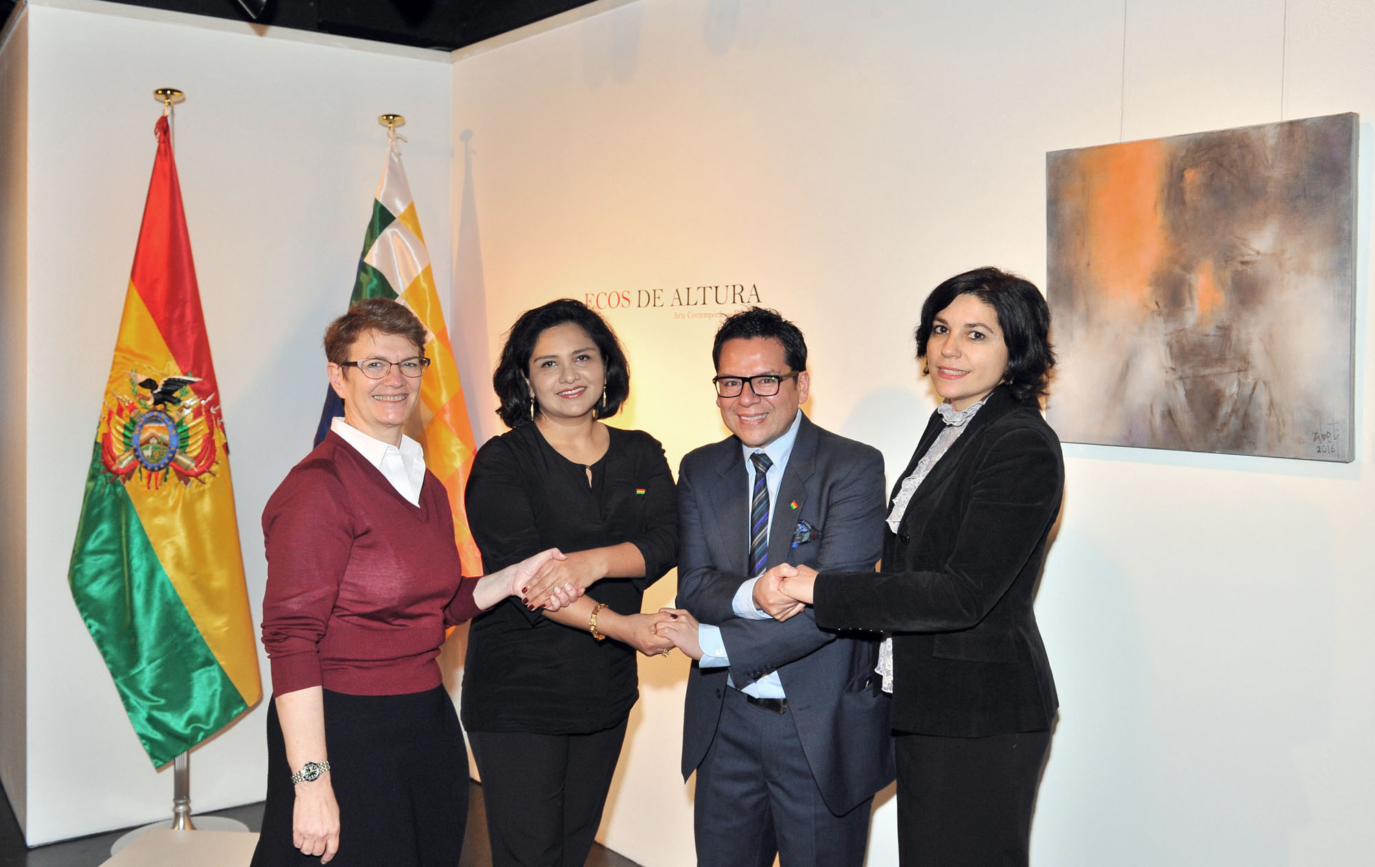 """Bolivia's Charge d'Affaires a.i. Angela Ayllon (second from left), exhibition curator Dante Chumacero (second from right), Instituto Cervantes Tokio administrator Maria Luisa Carranza (left) and Cultural Manager Teresa Iniesta (right) join hands at the opening ceremony of the """"ECOS DE ALTURE: ARTE BOLIVIANO DESDE OTRAS TIERRAS"""" (Echoes from the highlands: Bolivian art from other lands) contemporary art exhibition, which runs through March 22, at Instituto Cervantes Tokio on March 2.   YOSHIAKI MIURA"""
