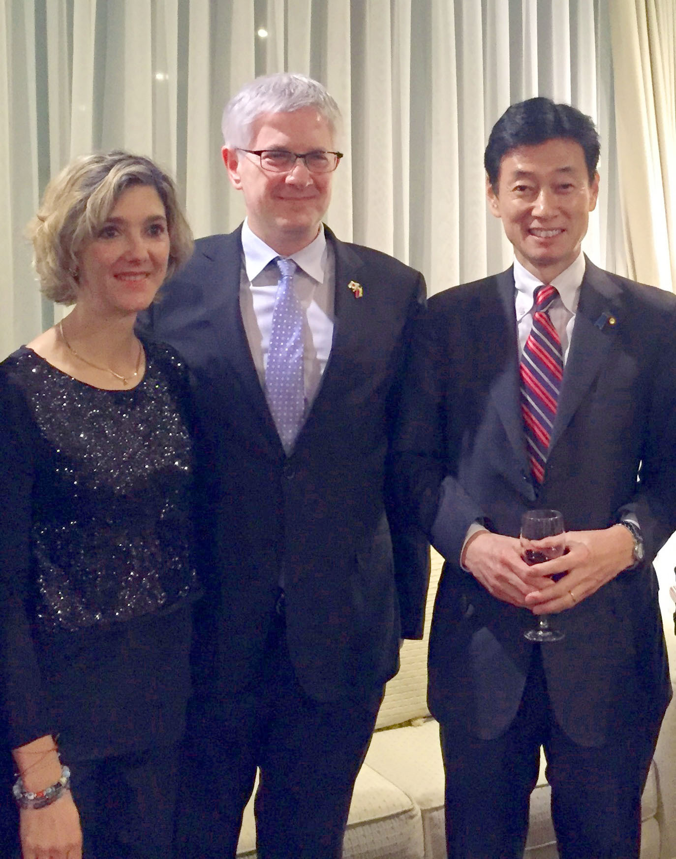 Colombian Vice Minister of Foreign Affairs Patti Londono (left) poses with Colombia's Ambassador Gabriel Duque and Vice President of the Colombia-Japan Parliamentary Friendship League Yasutoshi Nishimura at a reception at the embassy in Tokyo on Feb. 28. | COLOMBIAN EMBASSY