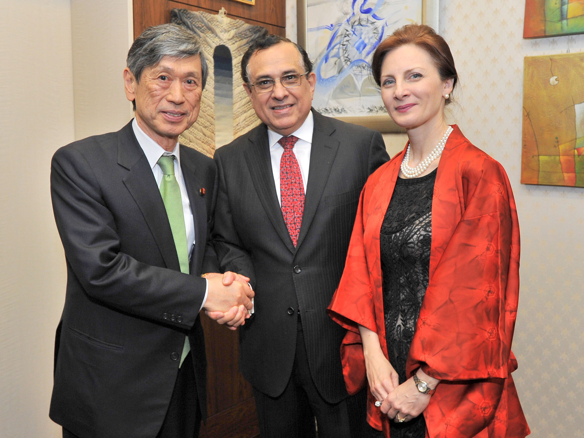 Peru's Ambassador Elard Escala (center) and his wife Cristina welcome Vice President of the Liberal Democratic Party and Chairman of the Japan-Peru Parliamentary Friendship League Masahiko Komura during a farewell reception at the ambassador's residence in Tokyo on March 15. | YOSHIAKI MIURA