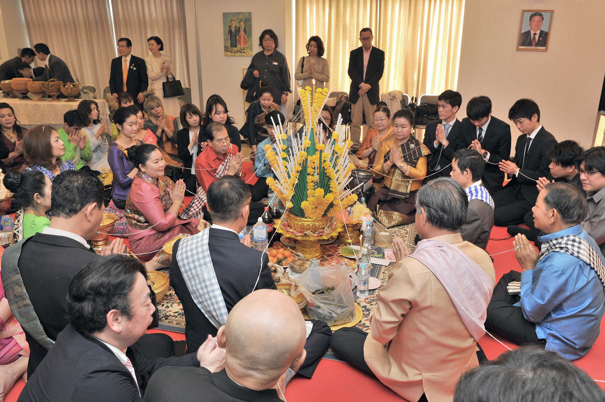 Japanese and Lao attendees participate in the Basy Ceremony at the embasy in Tokyo on April 16.    YOSHIAKI MIURA