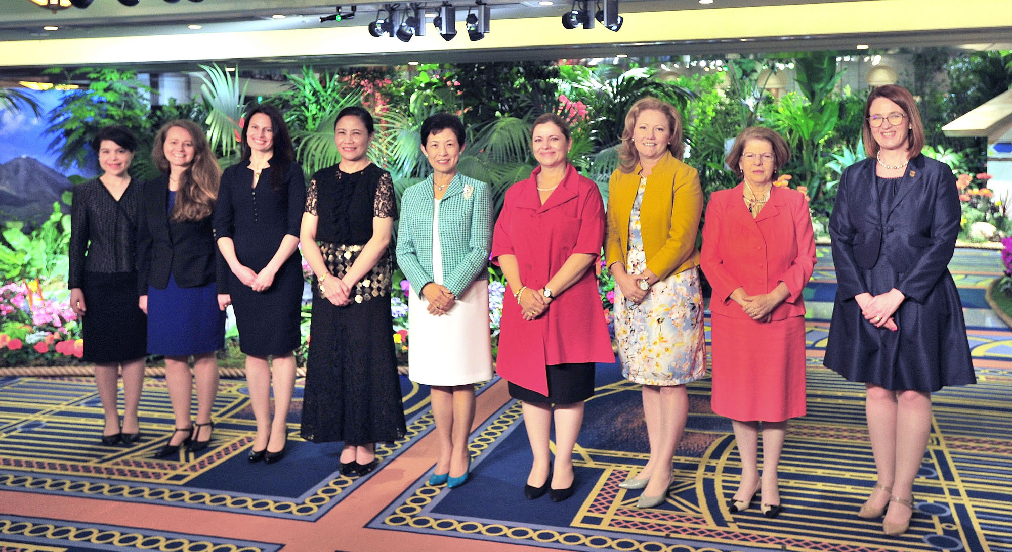Ambassadors and ambassador's wives from Tonga, Costa Rica, Bangladesh, Romania, Lithania, Portugal, Croatia, South Africa, Thailand and Denmark participated in the 17th Annual World Gardening Fair in Hotel Okura Tokyo on May 2. Princess Takamado (center) poses with participants at the opening ceremony. |   YOSHIAKI MIURA
