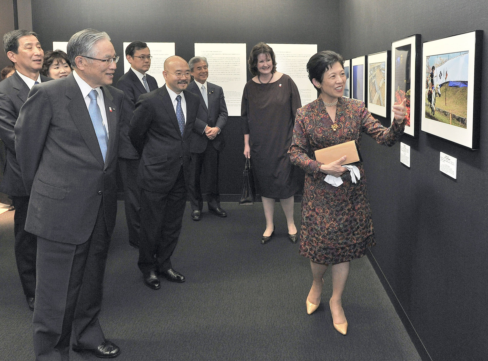 "Princess Takamado (right), honorary president of the ""Japan through Diplomats' Eyes"" exhibition, shows one of her artworks to (from right) Luxembourg Ambassador and Executive Committee Chairman Beatrice Kirsch; Upper House member and head of the jury Hirofumi Nakasone; Venezuela Ambassador and Executive Committee member Seiko Ishikawa; and Canon Marketing Japan Inc. Chairman Haruo Murase at Canon Open Gallery in Tokyo on May 11. 