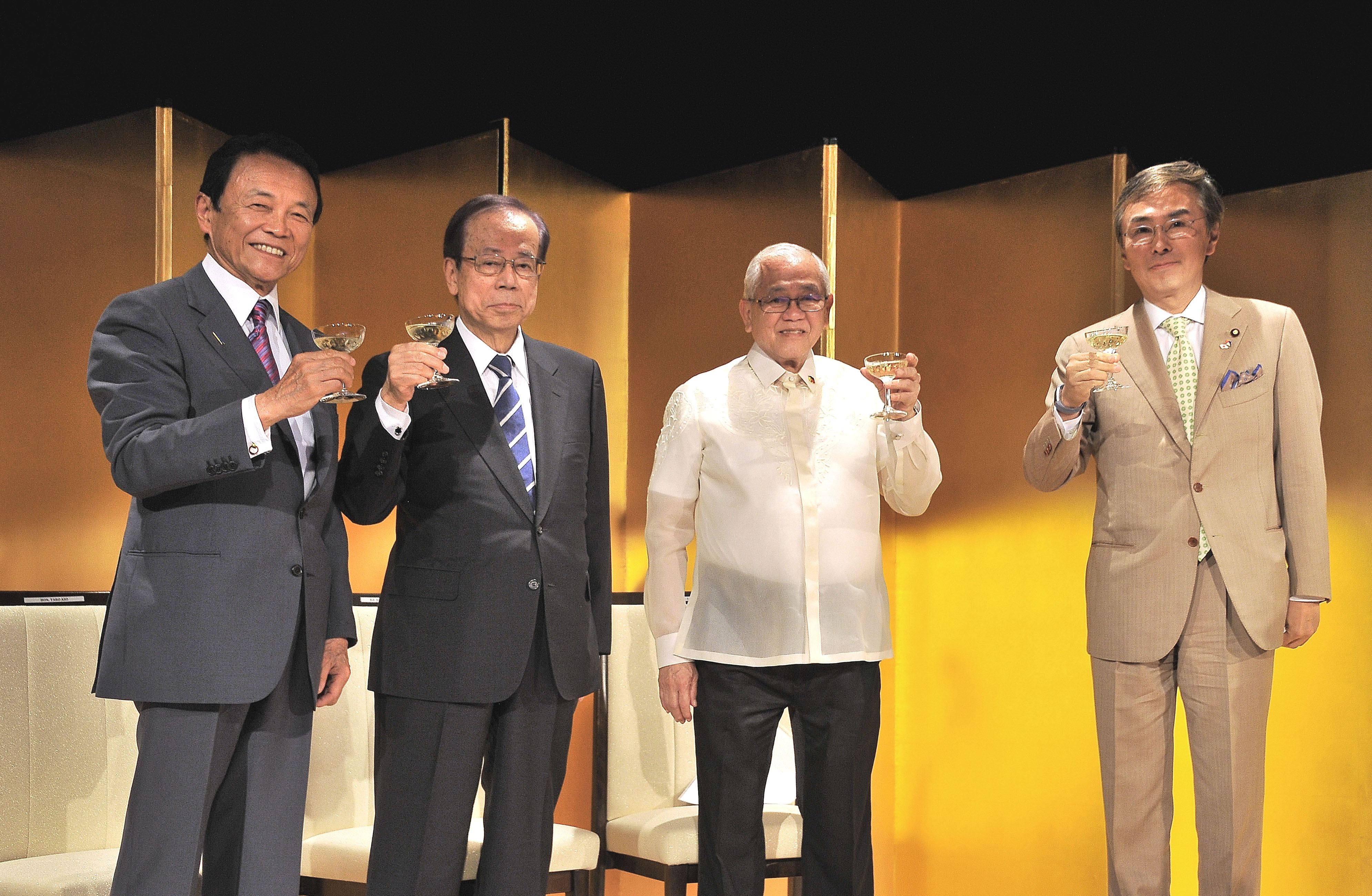 Philippines Ambassador Jose C. Laurel V (second from right), poses for a photo with (from left) Deputy Prime Minister and Finance Minister Taro Aso, Former Prime Minister Yasuo Fukuda and Nobuteru Ishihara, minister in charge of economic revitalization and chairman of the Japan-Philippines Parliamentary Friendship League, during a reception to celebrate of the 119th anniversary the Philippine's independence at Imperial Hotel, Tokyo on June 12. | YOSHIAKI MIURA