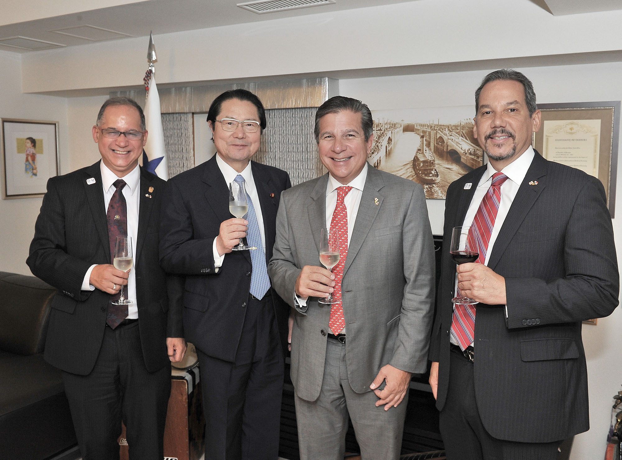 Jose Luis Varela (second from right), president of the Panama-Japan Inter-Parliamentary Friendship League, poses for a photo alongside (from left) Panama Ambassador Ritter Diaz, Seishiro Eto, president of the Panama-Japan Inter-Parliamentary League, and Ivan Picota, a member of the Panama-Japan Inter-Parliamentary Friendship League, during a cocktail party at the ambassador's residence in Tokyo on June 13. | YOSHIAKI MIURA