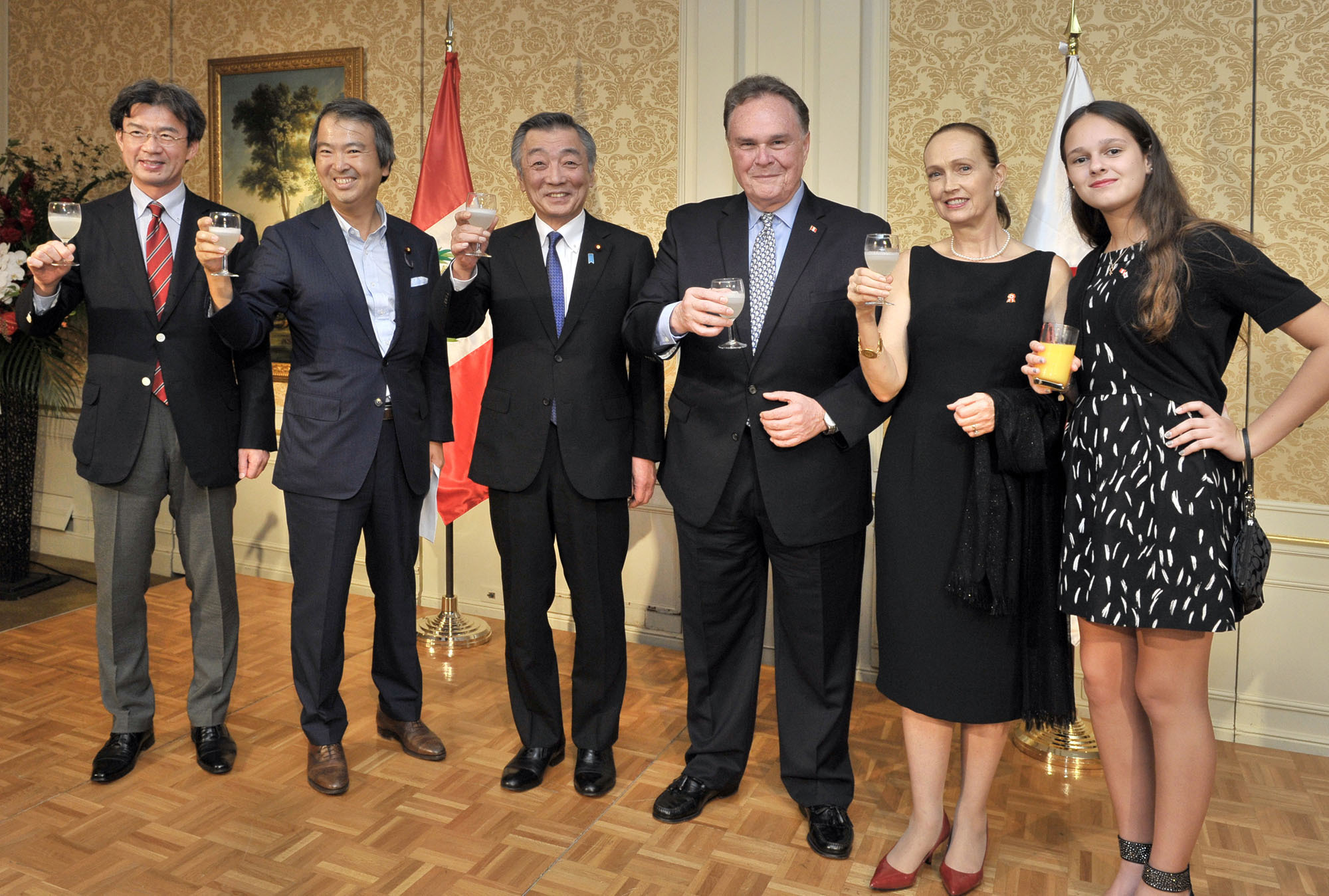 Peruvian Ambassador Harold Forsyth (third from right), Forsyth's wife, Maria Veronica Sommer De Forsyth, and his granddaughter, Maria Veronica Forsyth Kelez, raises a toast with (from left) Lower House lawmaker Kenya Akiba, Parliamentary Secretary for Foreign Affairs Hirotaka Ishihara and Jun Matsumoto, minister of state for consumer affairs and food safety, during a reception to mark the anniversary of Peru's independence day at the Westin Hotel on July 28. | YOSHIAKI MIURA