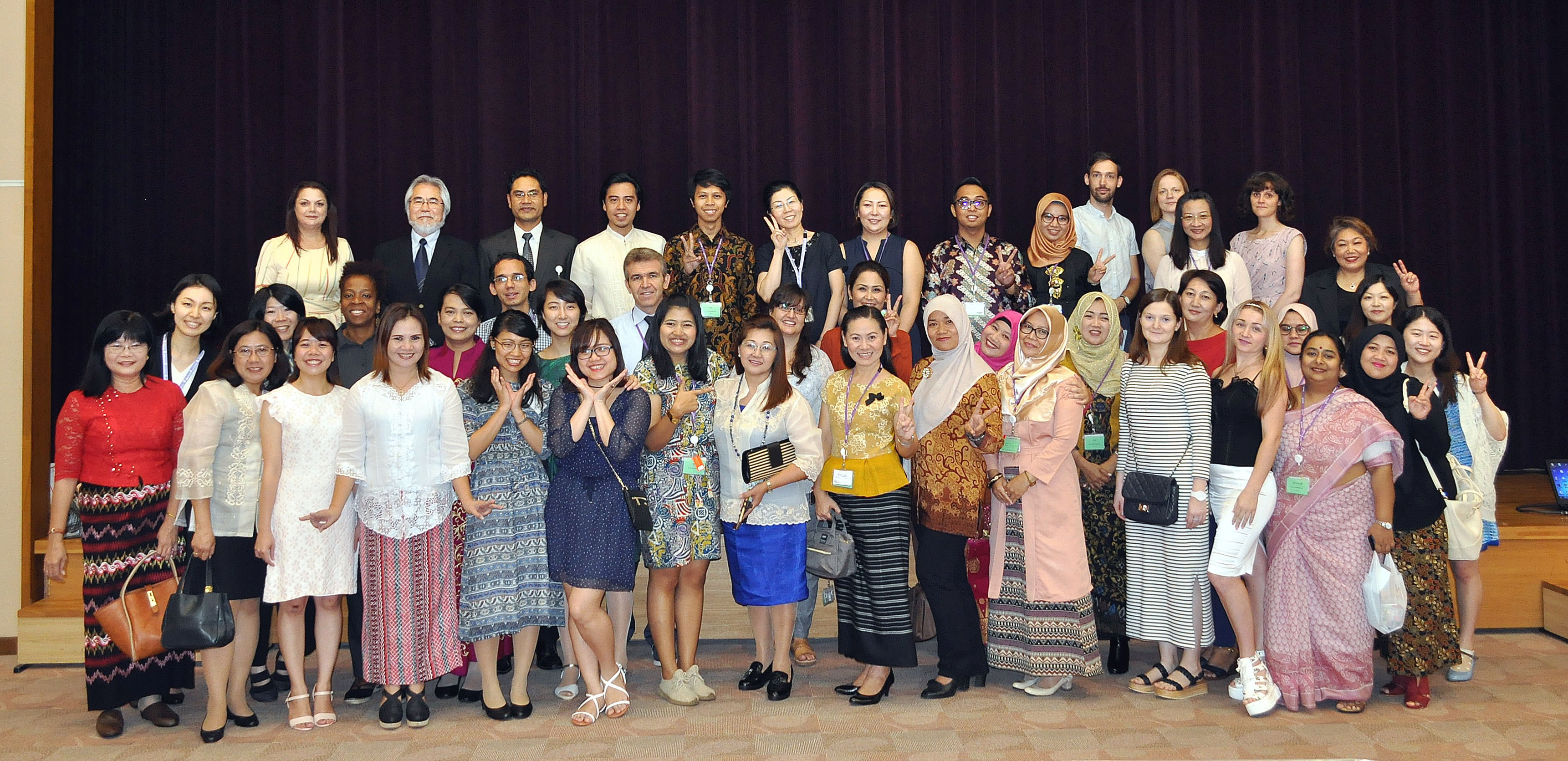 Forty participants from 24 countries pose for the closing ceremony of the 2017-18 Short-term Training Program for Foreign Teachers of Japanese Language organized by The Japan Foundation Japanese-Language Institute in Urawa, Saitama  Prefecture, on Aug. 18. | COURTESY OF THE JAPAN FOUNDATION JAPANESE-LANGUAGE INSTITUTE, URAWA
