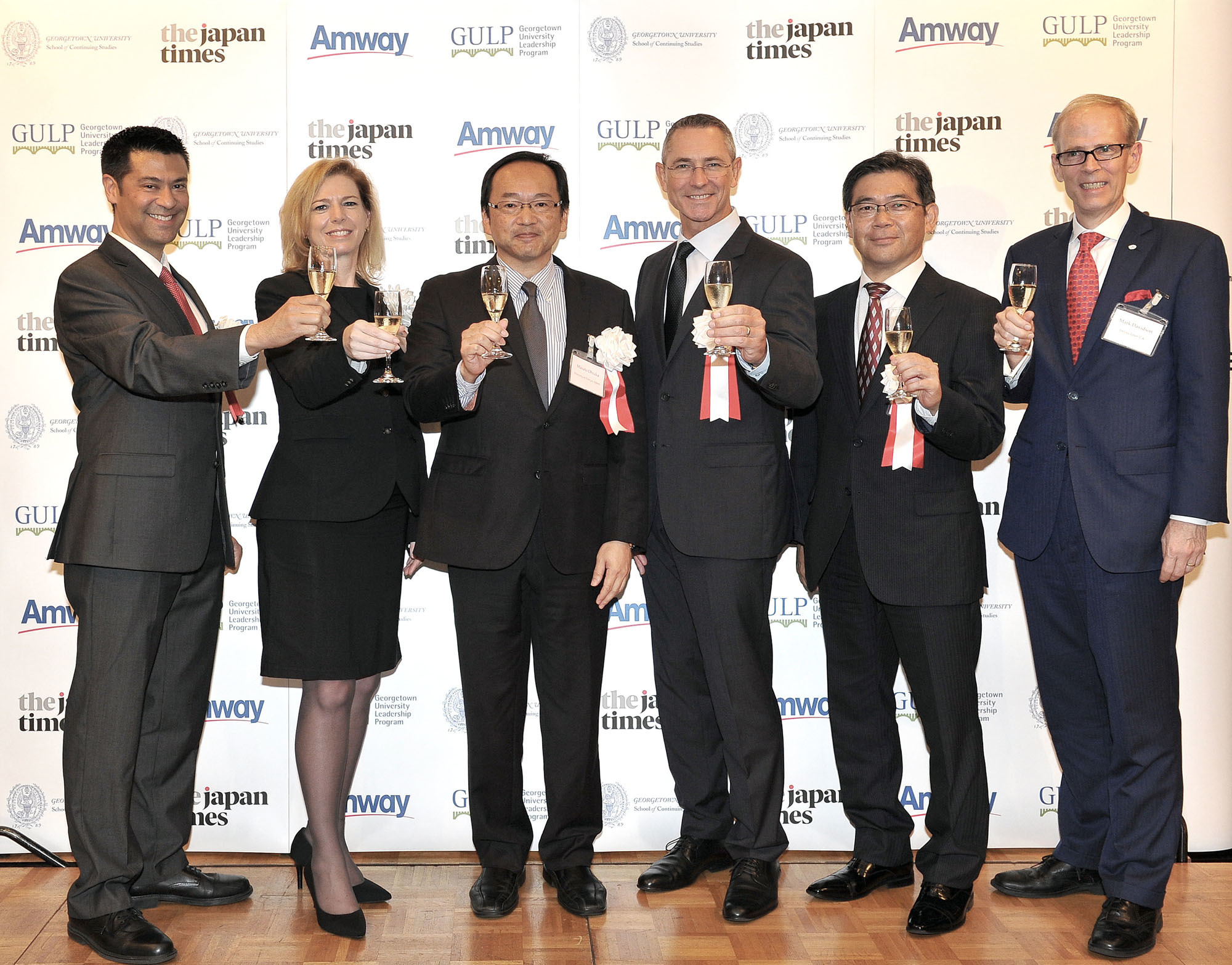From left: Michael Turner, cultural affairs officer at the U.S. Embassy; Kelly Otter, dean of Georgetown University's School of Continuing Studies; Masato Ohtaka, deputy assistant minister at the Foreign Ministry's Foreign Policy Bureau; Peter Strydom, president of Amway Japan; Takeharu Tsutsumi, president of The Japan Times; and Mark Davidson, director of government and external affairs at Amway Japan, attend a reception in Tokyo on Sept. 4 to launch the 2017 Georgetown University Leadership Program (GULP). |  YOSHIAKI MIURA