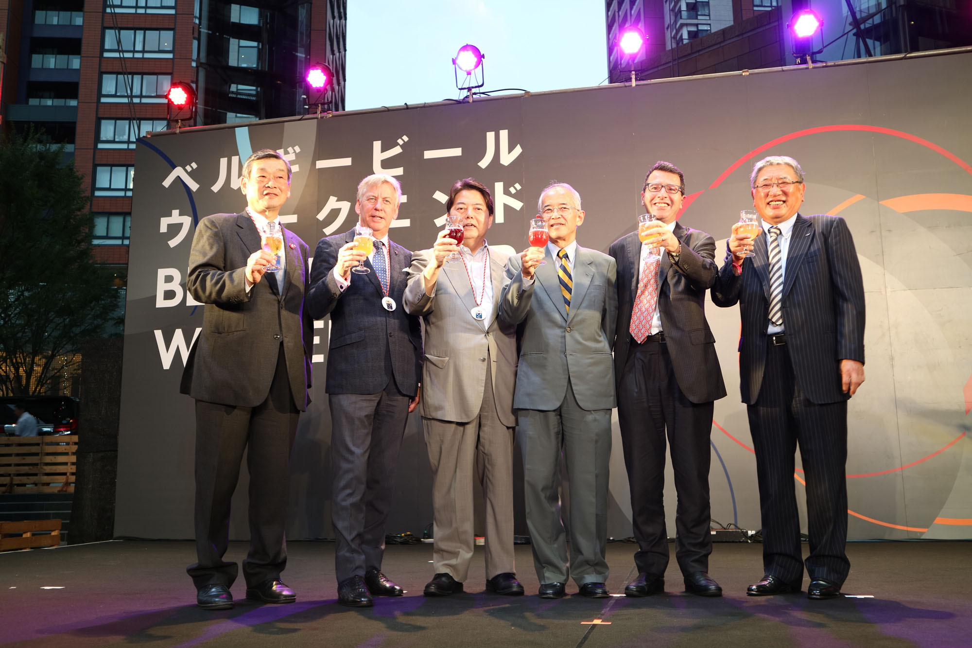 (From left) Shintaro Konishi, chairman of the Belgian Beer Weekend organizing committee; Belgian Ambassador Gunther Sleeuwagen; Yoshimasa Hayashi, minister of education, culture, sports, science and technology; Jun Yokota, vice president of the Japan-Belgium Society; Bernard de le Court, secretary-general of the Belgium-Luxembourg Chamber of Commerce; and Hiromitsu Kuramoto, president of the Belgium-Luxembourg Market Council, attend the opening ceremony of Belgian Beer Weekend 2017 at Roppongi Hills in Tokyo on Sept. 14. |  HIROYUKI TOMIE