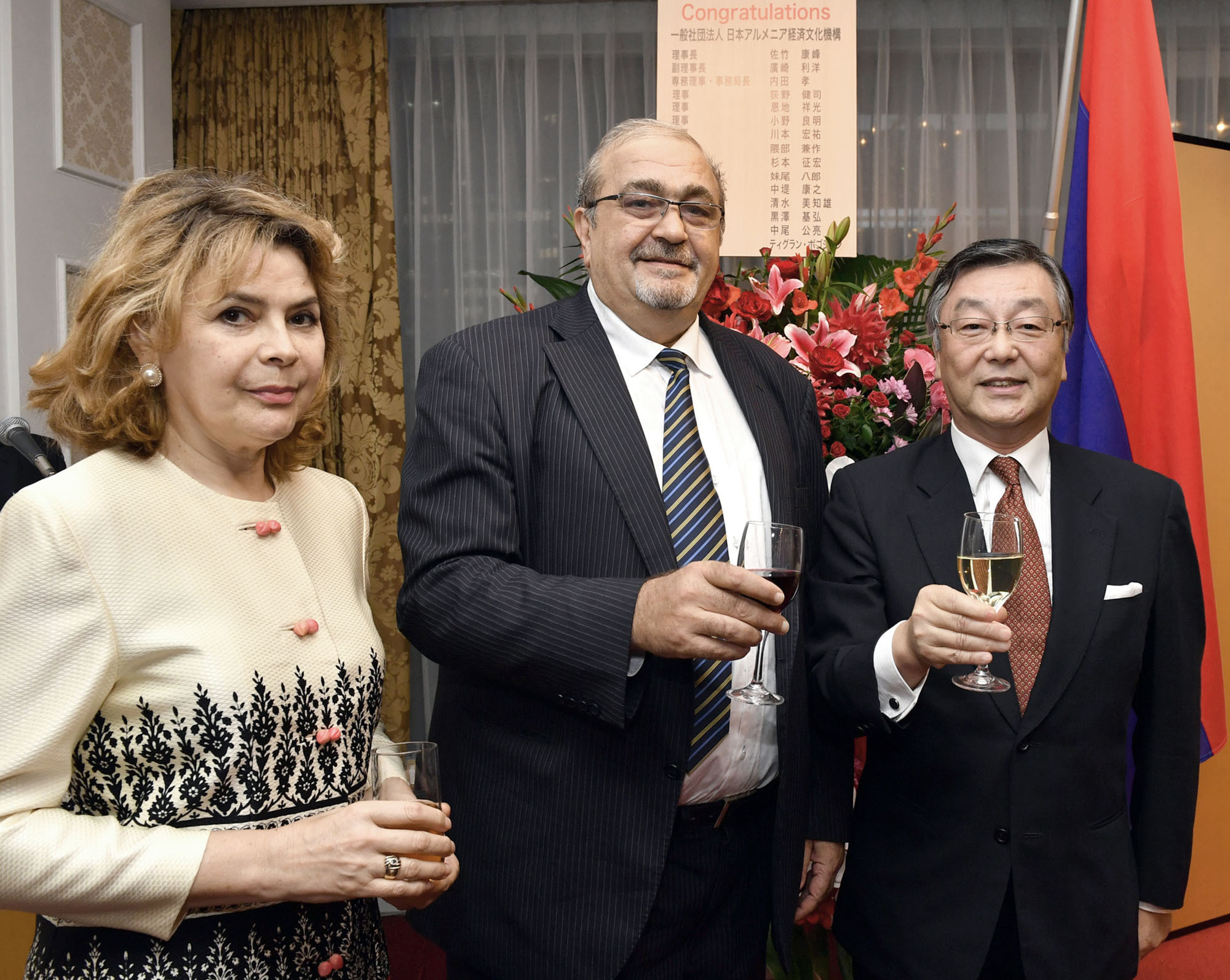 Armenian Ambassador Grant Pogosyan (center) and his wife, Natalia, pose for a photo with Yasumine Satake, president of the Japan-Armenia Business and Culture Initiative, during a reception to celebrate the 26th anniversary of Armenia's independence at Hotel Okura, Tokyo on Sept. 21. |  YOSHIAKI MIURA