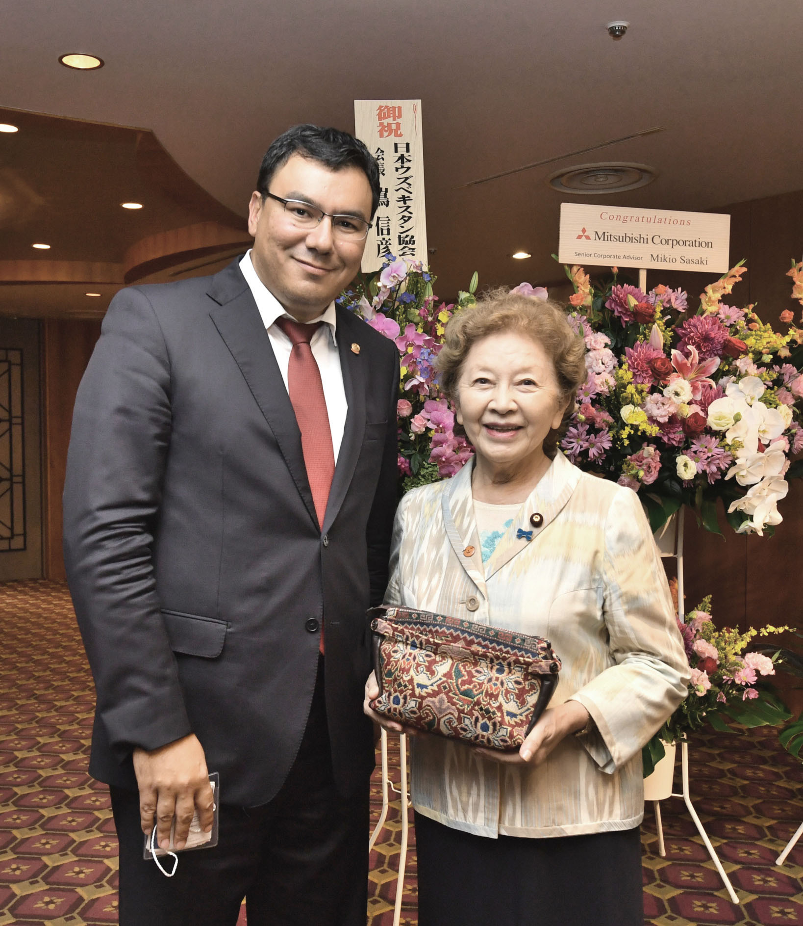 Uzbekistan's chairman of the state committee for tourism development, Aziz Abdukhakimov (left), poses for a photo with Kyoko Nakayama, former ambassador to Uzbekistan and Upper House lawmaker, during a reception to celebrate the country's independence day at Hotel Okura, Tokyo on Sept. 22. |  YOSHIAKI MIURA