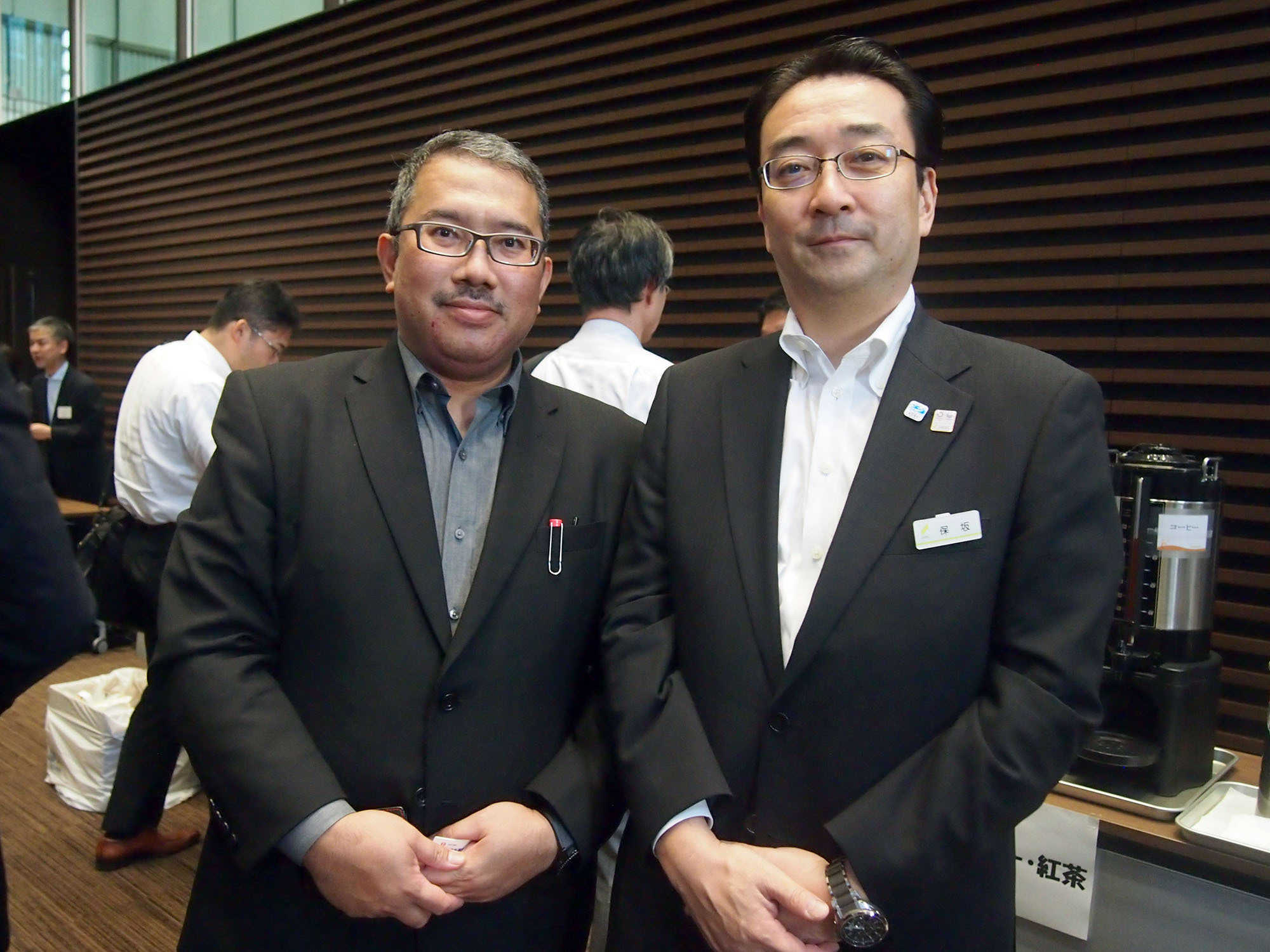 Malaysian Investment Development Authority's Tokyo office director, Zahirul Ishak (left), poses for a photo with Koichi Hosaka, joint general manager of Sumitomo Mitsui Banking Corp., Tokyo at the Dialogue Session for Investment Opportunities in Food and the Halal Industry in Malaysia at SMBC headquarters in Tokyo on Sept. 26. |  EDLEEN OTHMAN