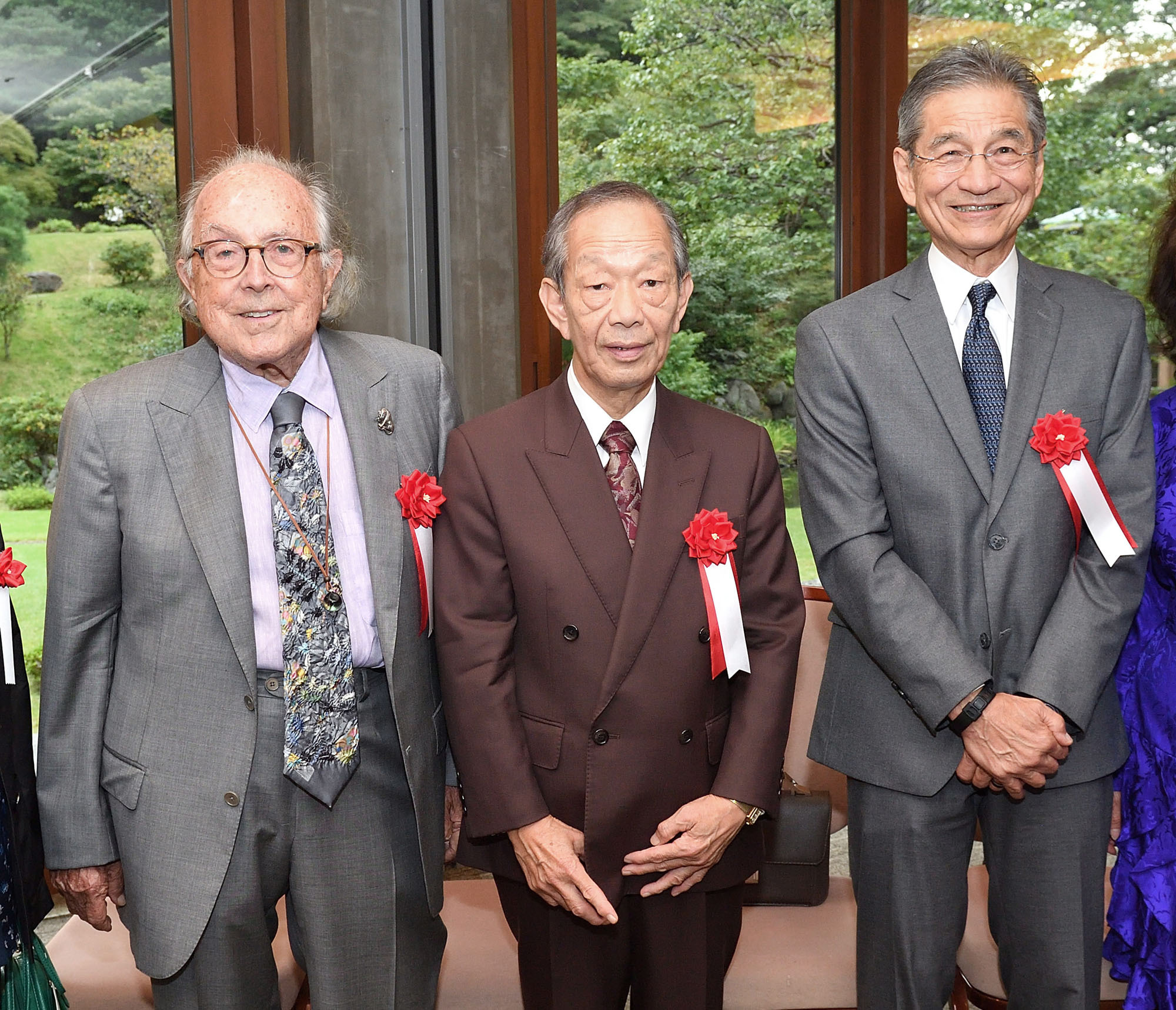 The Kentaro Kaneko Award was founded to commemorate the centennial of the America-Japan Society, which was established in 1917. Yasuhiro Yabuzoe (center) from Wakayama Prefecture and John Ino (right), nephew of recipient Jean Tsuchiya of Los Angeles, California, were named as the first recipients of the award, posing for a photograph on Oct. 11 alongside Joe Price of San Diego, who received a special award. |  COURTESY OF THE AMERICA-JAPAN SOCIETY