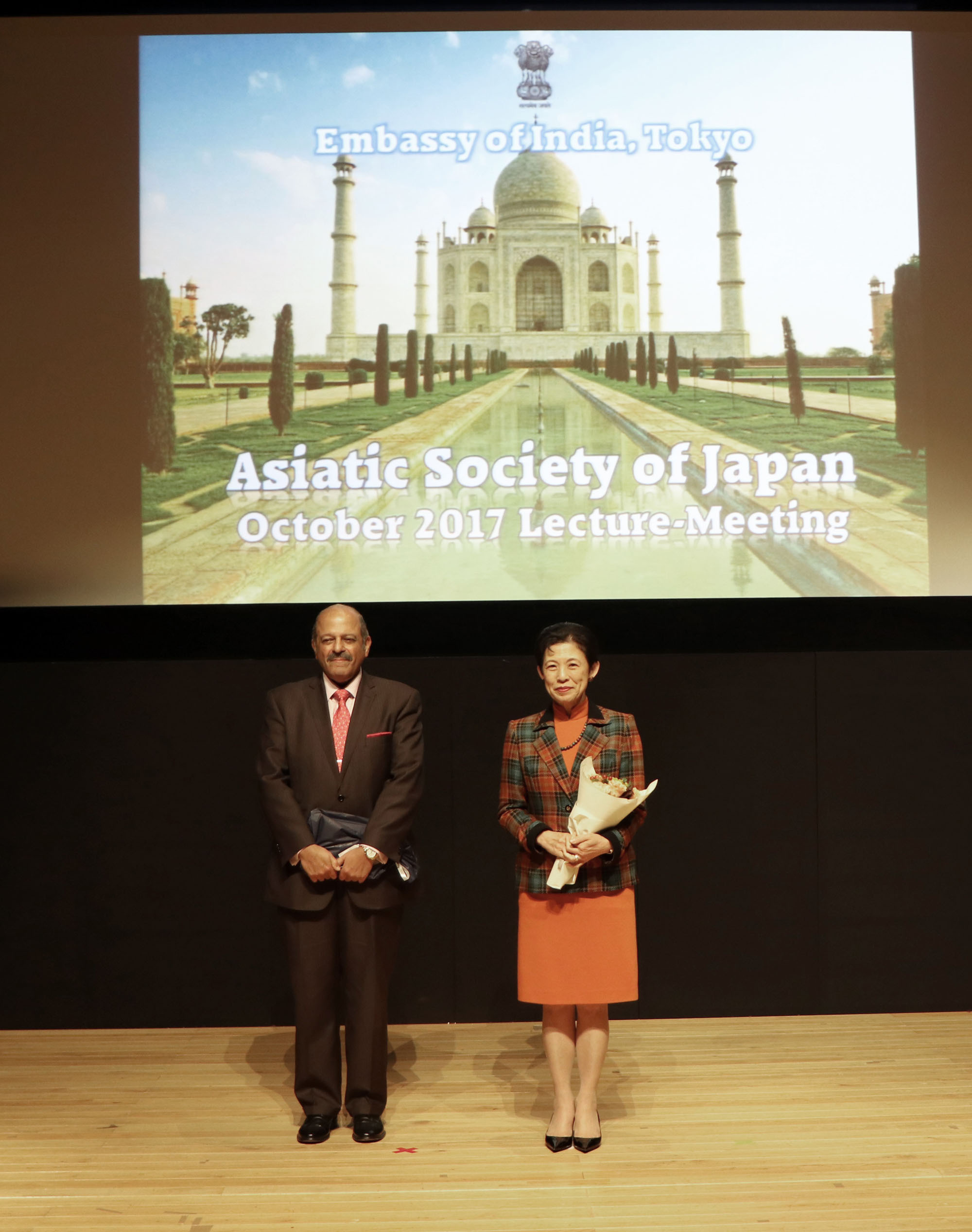 Indian Ambassador Sujan R. Chinoy (left) and Princess Takamado pose for a photo following a spoken presentation from the ambassador at the Indian Embassy on Oct. 23. |  COURTESY OF THE INDIAN EMBASSY