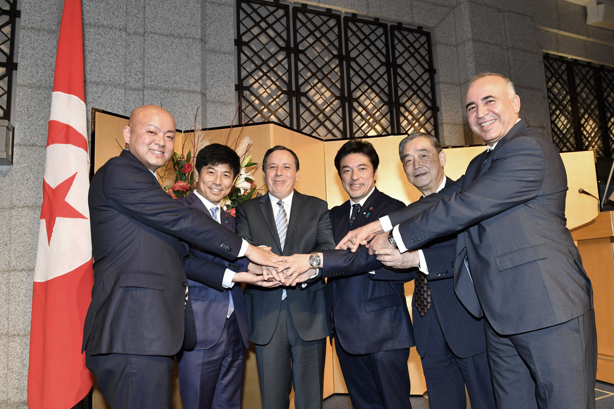 Tunisian Foreign Minister Khemaies Jhinaoui (third from left) poses with (from left) Manabu Horii, parliamentary vice-minister for foreign affairs; State Minister Kazuyuki Nakane; Yasuhide Nakayama, director-general of the Japan-Tunisia Parliamentary Committee; Shinsuke Okuno, a member of the Japan-Tunisia Parliamentary Committee; and Tunisian Ambassador Karis Darrag during a reception at Hotel Okura Tokyo on Oct. 25. |   YOSHIAKI MIURA