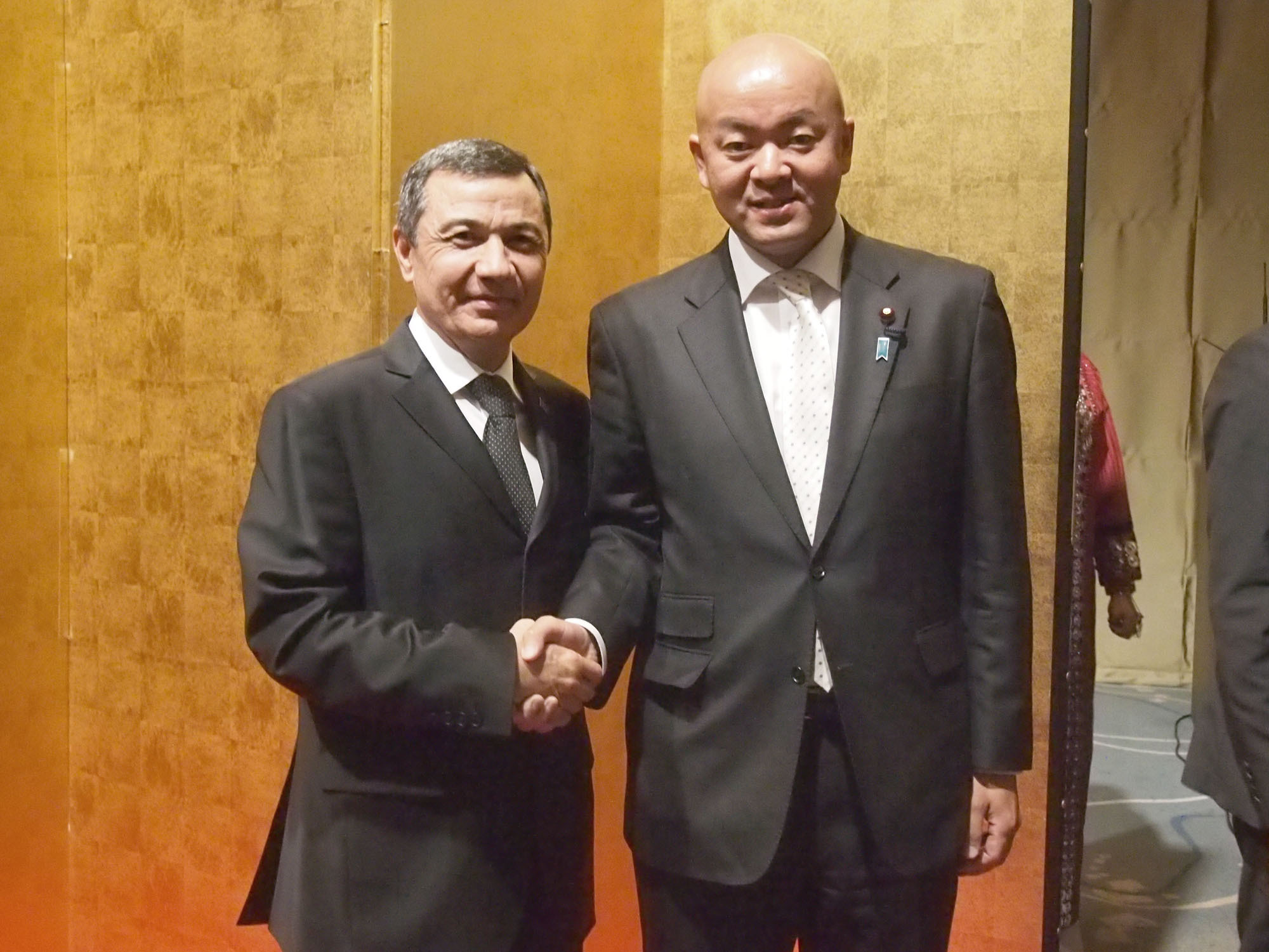 Turkmenistan Ambassador Gurbanmammet Elyasov (left) welcomes Manabu Horii, parliamentary vice-minister for foreign affairs, during a reception to celebrate the country's independence day at Palace Hotel Tokyo on Nov. 10. |   EDLEEN OTHMAN
