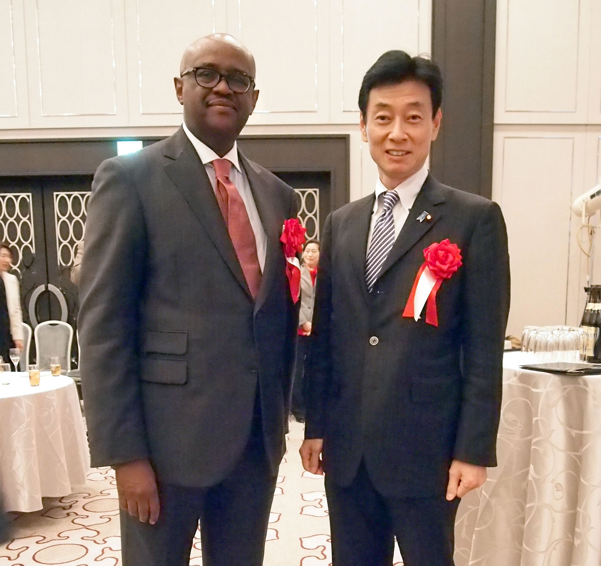 Kenyan Ambassador Solomon Karanja Maina (left) poses for a photo with Deputy Chief Cabinet Secretary Yasutoshi Nishimura during a reception to celebrate the 54th anniversary of Kenya's independence at Tokyo Marriott Hotel on Dec. 12. |   EDLEEN OTHMAN