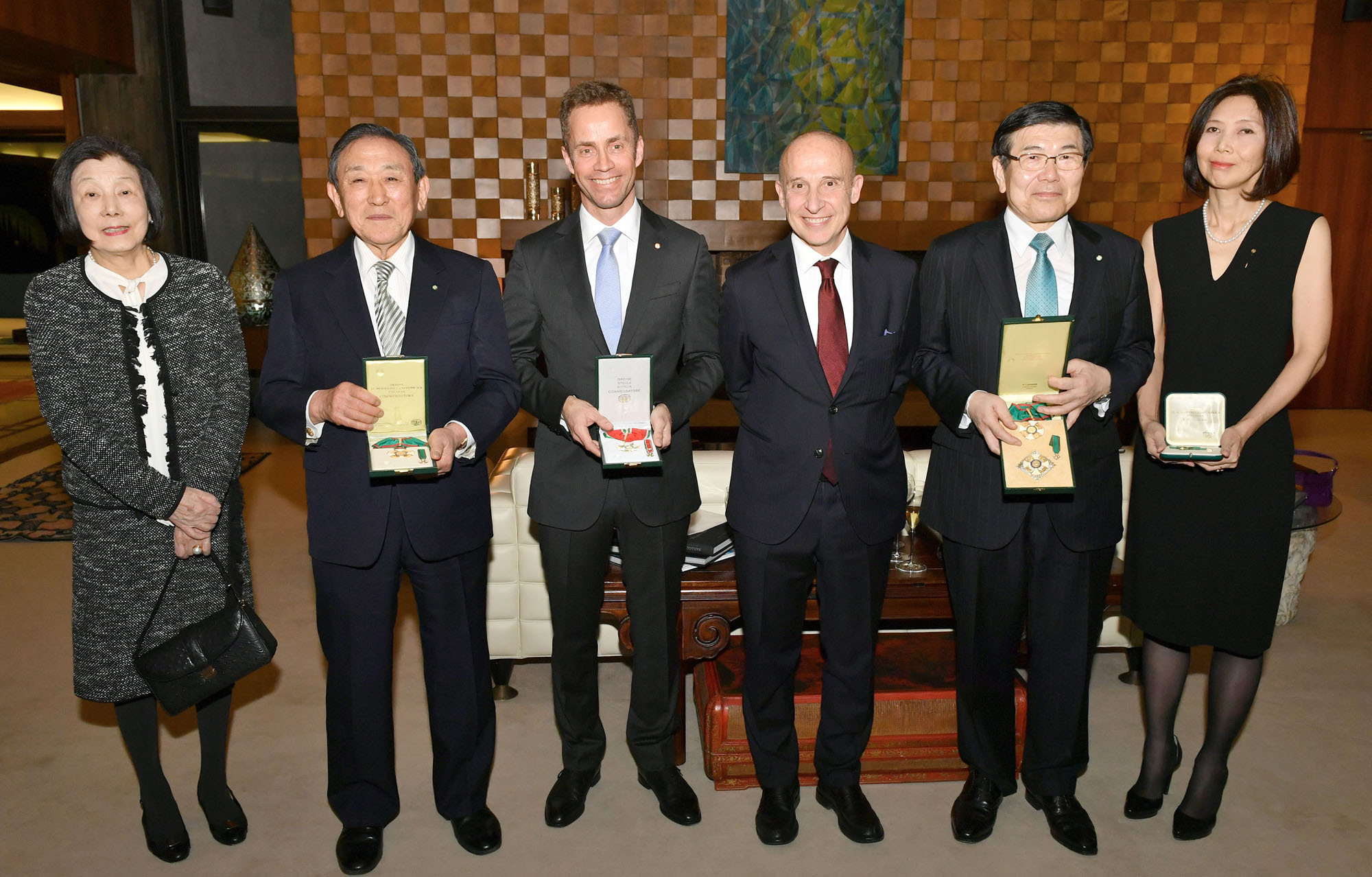 Italian Ambassador Giorgio Starace (third from right) joins Mitsui Chairman Masami Iijima (second from right) as he receives the Grand Officer Order of Merit of the Italian Republic at the ambassador's residence on Feb. 20. Meanwhile, Sanden Honorable Chairman Masayoshi Ushikubo (second from left) and his wife, Setsuko (far left), received the Commander Order of Merit of the Italian Republic, Akiko Kaneko (far right), a representative of Franciacorta Japan, received the Knight Order of Merit of the Italian Republic, and Tord Tukun (third from left), a minister-counsellor at the Norwegian Embassy, received      the Commander Order of the Star      of Italy. yoshiaki miura |