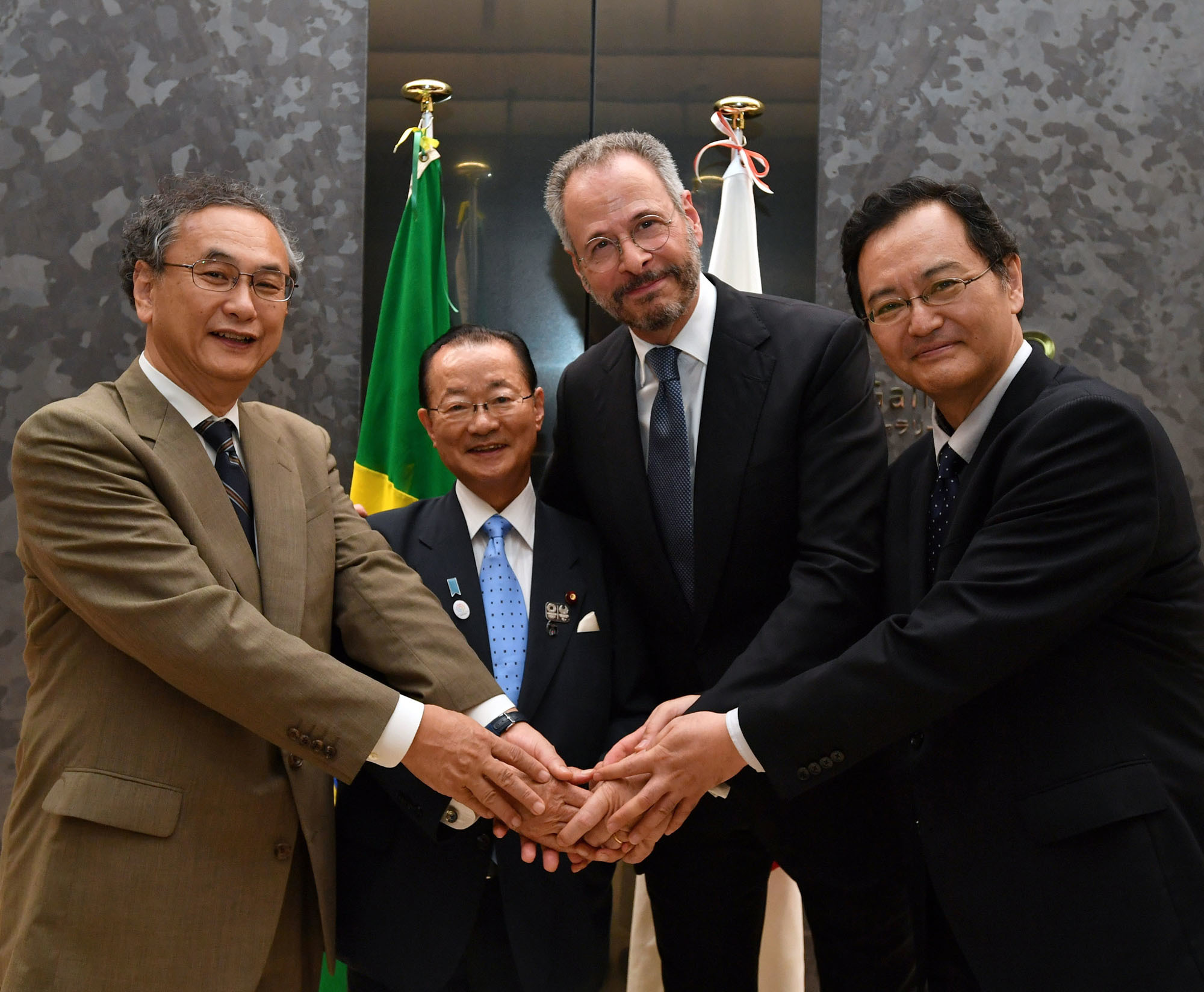 Brazilian Ambassador Andre Correa do Lago (second from right) poses for a picture with (from right) Latin American and Caribbean Affairs Bureau Director-General Takahiro Nakamae; Takeo Kawamura, vice chairman of the Japan-Brazil Parliamentary Friendship League; and Toyojiro Hida, director of the Tokyo Metropolitan Teien Art Museum, during a reception to celebrate Brazil's national day at the Tokyo Metropolitan Teien Art Museum on Sept. 7. |  YOSHIAKI MIURA